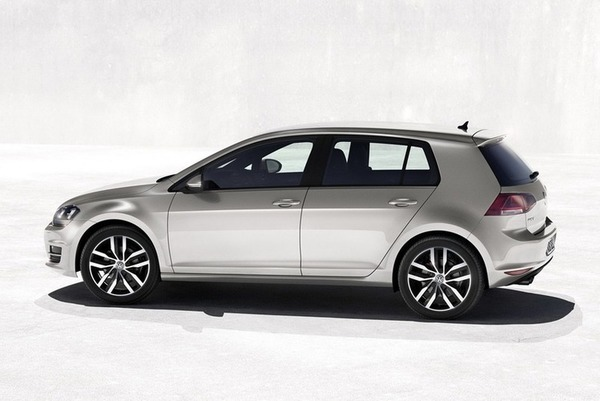 New-2013-Volkswagen-Golf-Mk7-back-side