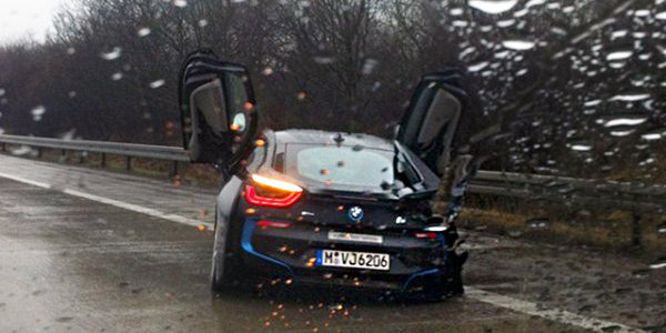 Spotted-1st-BMW-i8-Crash-1