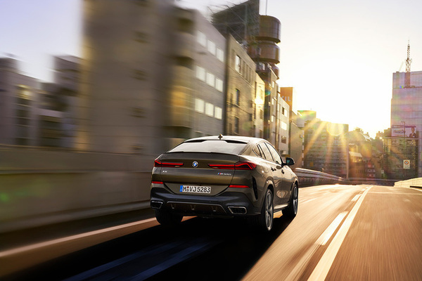 new-bmw-x6-drivi